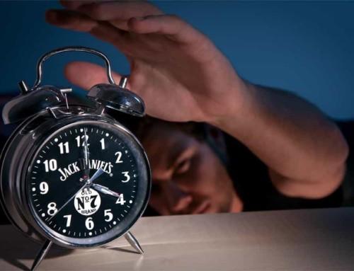 Waarom je geen wekker moet gebruiken (en waarom dat ook rimpels scheelt)
